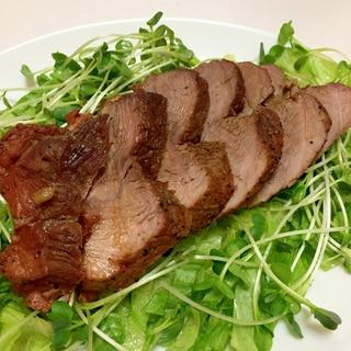 焼いて30分煮込む 豚もも肉でチャーシュー♪