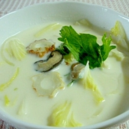 白菜とセロリ、ちくわの中華風ミルクスープ