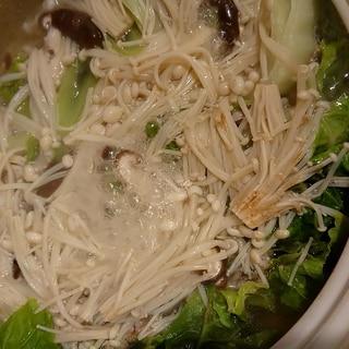 白菜もきのこもたっぷり!ミルフィーユ鍋!