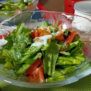 メインになる春菊サラダ