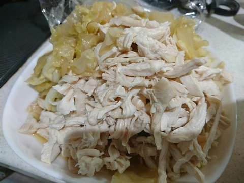 キャベツたっぷりの蒸し鶏サラダ