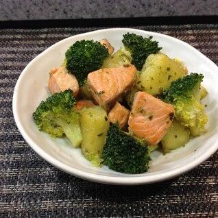 鮭とジャガイモのバジルソース炒め