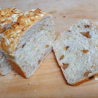 くるみ入りオートミールミニ食パン