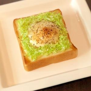 とろとろ半熟♡せん切りキャベツの巣ごもり卵トースト