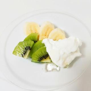 バナナとキウイと水切りヨーグルト