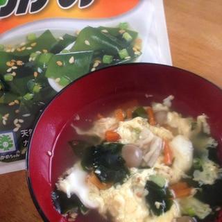 インスタントをアレンジ☆野菜入りわかめスープ