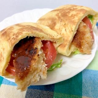 コロッケとトマトのピタパン☆