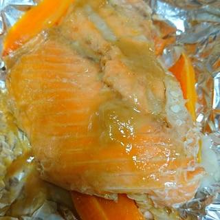 玉ねぎと人参のシンプル鮭のホイル焼き