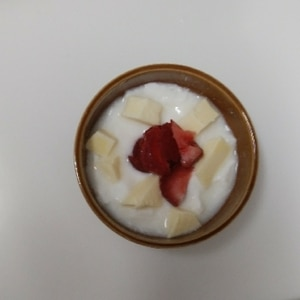 苺とりんごのアロエヨーグルト