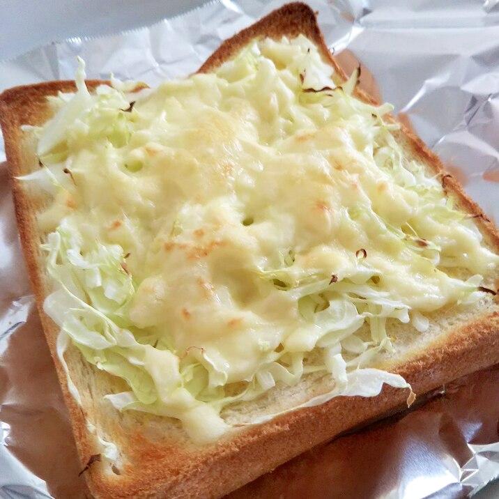 キャベツとチーズのからしマヨトースト