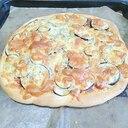 茄子とアンチョビのピザ