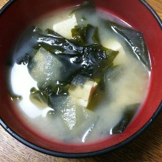 冬瓜とわかめと豆腐のお味噌汁