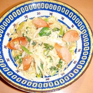節約料理!もやし&小松菜&ウインナー&卵の、炒め物