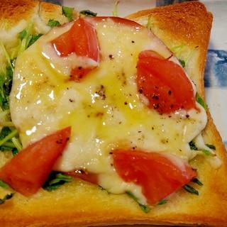 豆苗とトマトとハムのチーズトースト