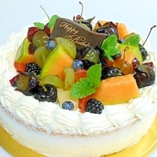 夏のバースデーケーキ・・・季節のフルーツをのせて