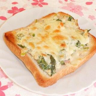 ウドの葉の白和えでチーズトースト
