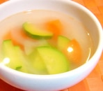 ズッキーニとにんじんのあっさり中華風スープ