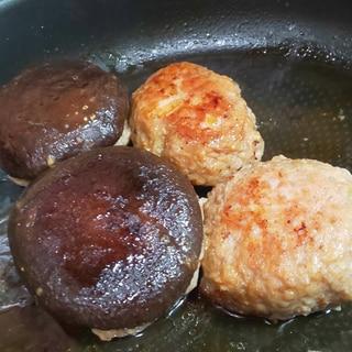 洗い物少なめ★絶品ソース★椎茸の肉詰めハンバーグ!