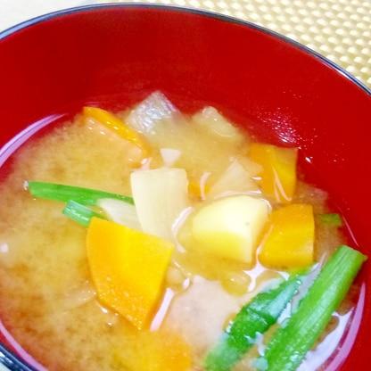 ジャガイモと人参の味噌汁