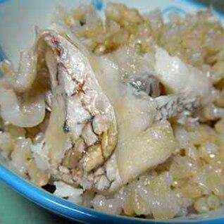鯛のアラとグリンピースで作る、季節の鯛めし
