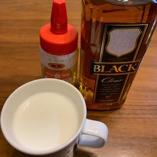ホットミルクのウイスキー・蜂蜜割り