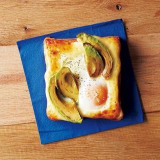 アボカドとハムと卵のトースト