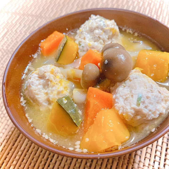 根菜たっぷり♪かぼちゃと鶏団子のごま味噌スープ