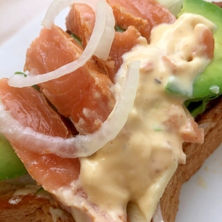 簡単燻製♪鮭でスモークサーモン♡とろける美味しさ!
