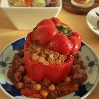 パプリカの肉詰めトマト煮