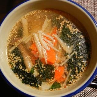 ワカメとニンジンとエノキの中華スープ