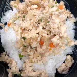 幼児食に☆鶏とにんじんのそぼろ丼