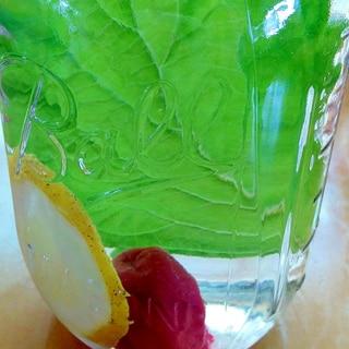 デトックスウォーター(梅干し&シソの葉&レモン)