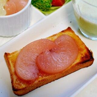 桃のコンポートと梅ジャムのトースト