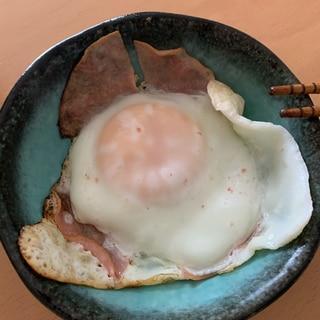 朝食に。ハムエッグ