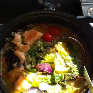 コストコのチョレギサラダリメイク!サーモンキムチ鍋