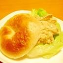 鶏ささみ&アボカドのベーグルサンド