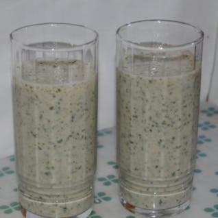 モロヘイヤ・バナナ・豆乳のグリーンスムージー
