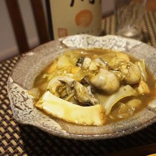 フライパンで簡単、牡蠣と厚揚げキャベツの旨煮