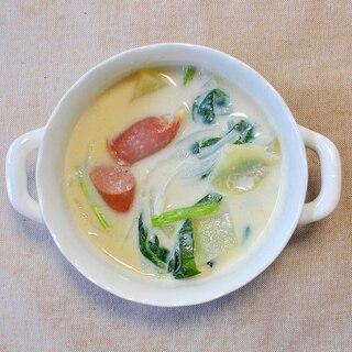 ウインナーとほうれん草とじゃがいもの豆乳スープ