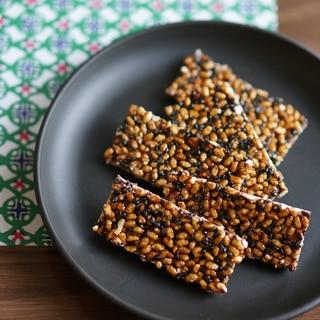 三十雑穀と玄米の黒糖おこし