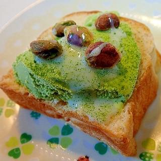 抹茶アイスとピスタチオのミルキー青汁デニッシュパン