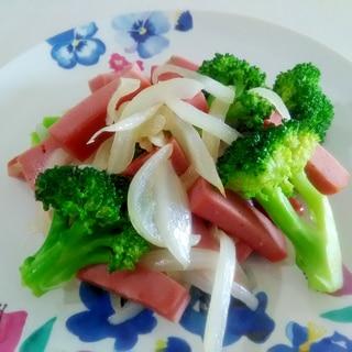 シンプルな一品☆ボロニアソーセージと玉ねぎの炒め物