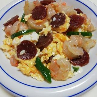 むきえびとサラミの卵炒め