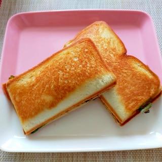 トマト・ハム・チーズのホットサンド