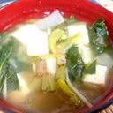 ほうれん草と白菜と豆腐のわかめ味噌汁