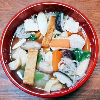 椎茸さつま揚げ胸肉の具沢山蕎麦