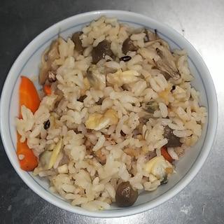 具たくさんで美味しくホッとする美味しさアサリご飯