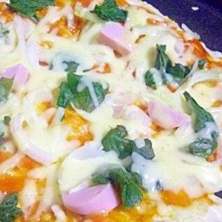 ホットプレートで♪ほうれん草と魚肉ソーセージピザ