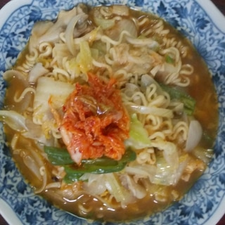 インスタント麺でキムチラーメン♪