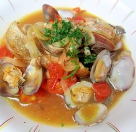 鮭とアサリとトマトの蒸し煮